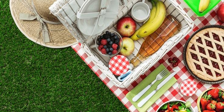 Iedere keer weer anders maar altijd leuk: buiten picknicken is genieten. Ga je deze keer voor een snelle budgetpicnick of pak je juist uit met nieuwe recepten? Wat je voor jouw picknick ook zoekt, op deze pagina vind je voor iedere picknick wel wat. Van water en frisdrank tot wijn, quiches tot salades en nog veel meer. We zien je buiten!