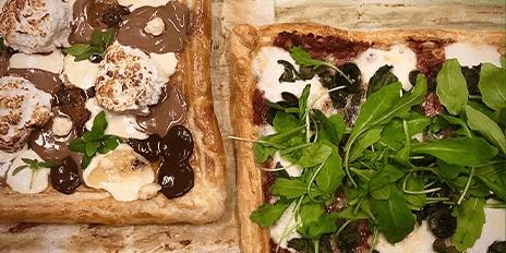 Twee bladerdeegpizza's: hartig en met chocolade