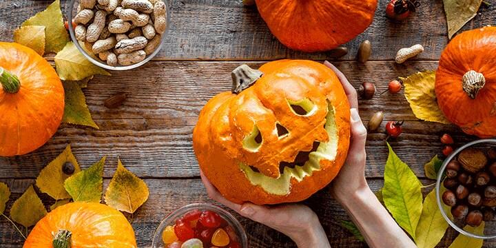 Pompoen carving voor Halloween: hoe doe je dat? Bekijk de tips van Albert Heijn.