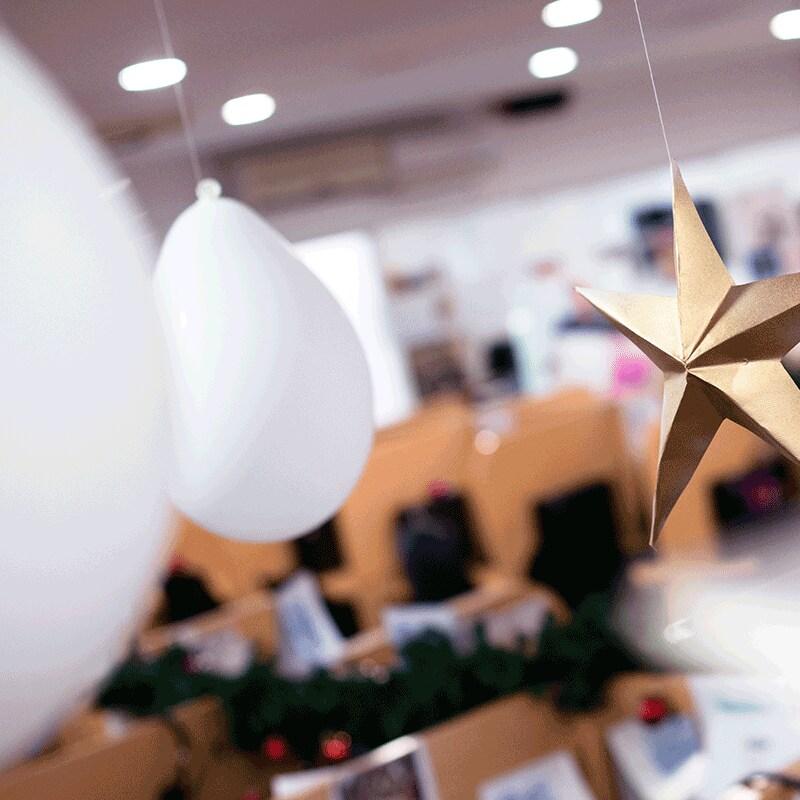 Sla al je kerstversiering voor een sfeervolle kerstborrel in bij Albert Heijn.