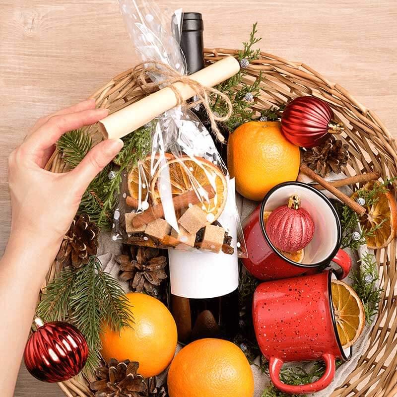 Kies je dit jaar voor het geven van een kerstpakket of een kerstgeschenk? Bestel het geschenk bij Albert Heijn.