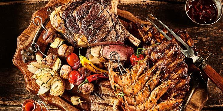 Winter bbq met kwaliteitsvlees om langzaam te laten garen. Van gluhwein tot kolen, bestel het bij Albert Heijn.