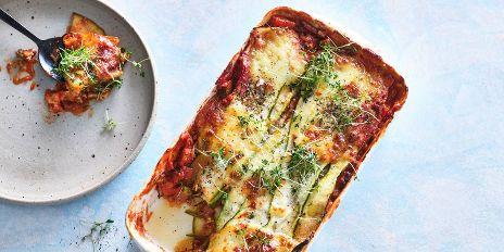 Koolhydraatarm diner: courgettelasagne met gehakt & saus