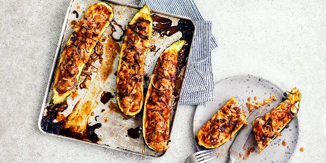 Koolhydraatarm diner: gevulde courgette met pizzatopping