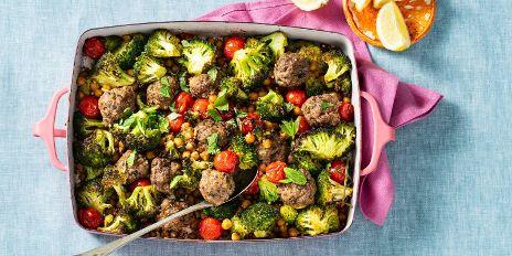 Koolhydraatarm diner: ovenschotel met gehaktballen + groente