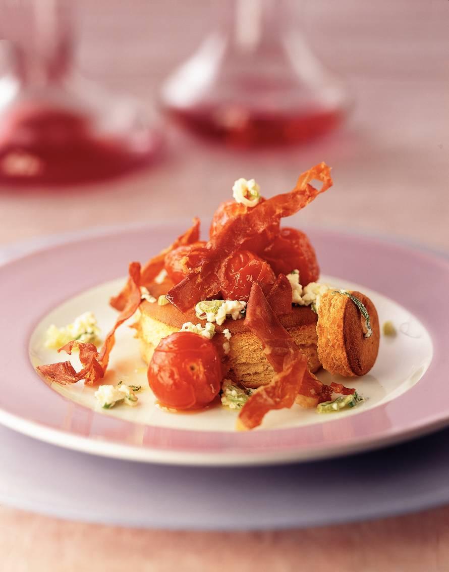 Focacciaringen met gebakken tomaatjes en gegrilde ham