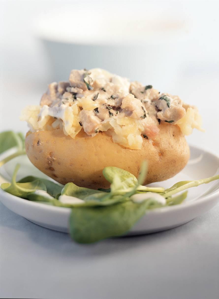 Jacket potato met tonijn en spinaziesalade