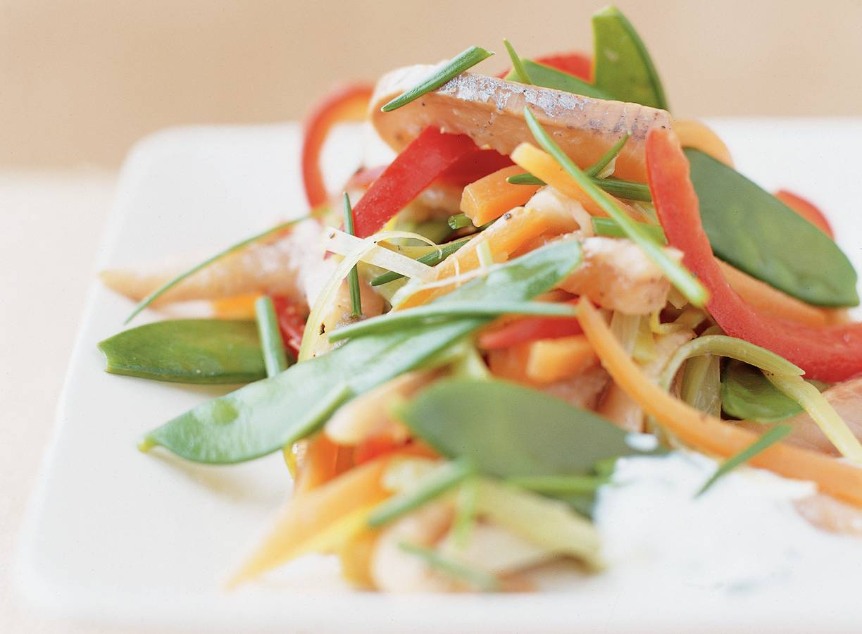 Lauwe haringsalade met groentereepjes