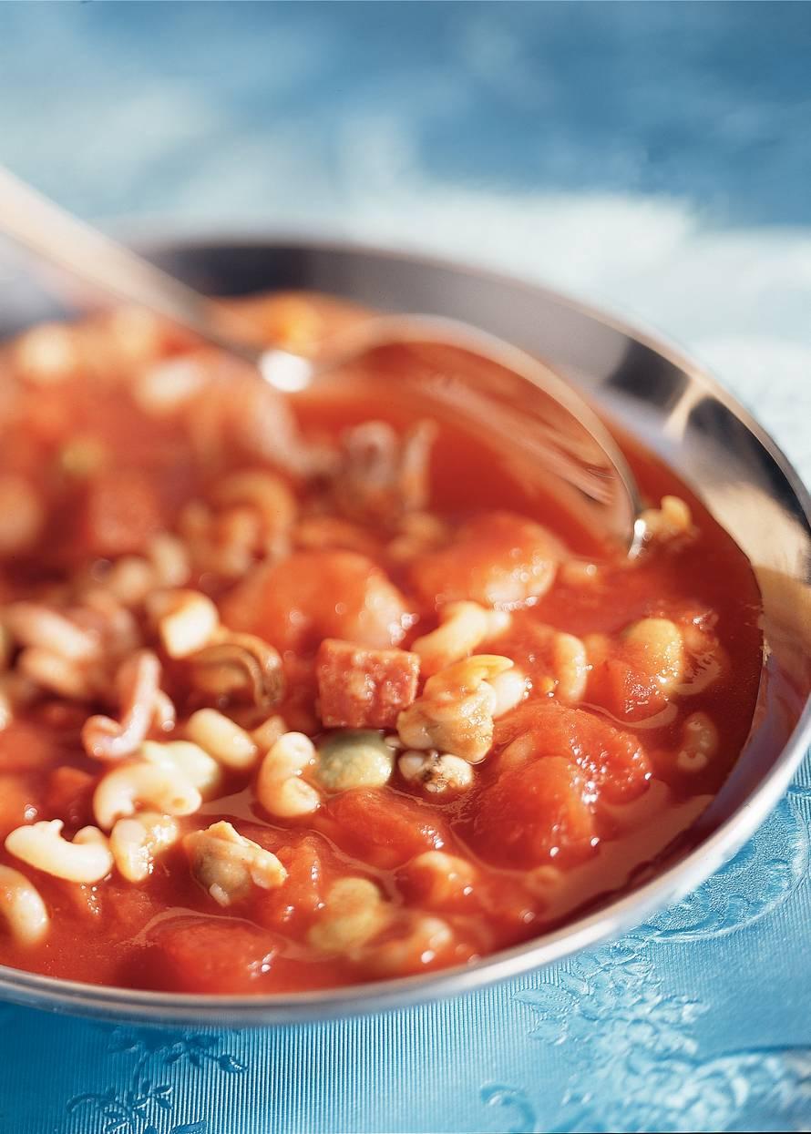 Maaltijdvissoep met tuinboontjes en macaroni