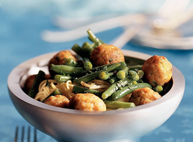 Groenteballetjes met Chinese boontjes en noedels