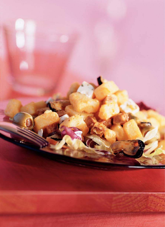 Spaanse salade met aardappel, chorizo en pikante mosselen