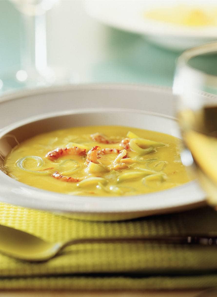 Saffraancrème-soep met rivierkreeftjes