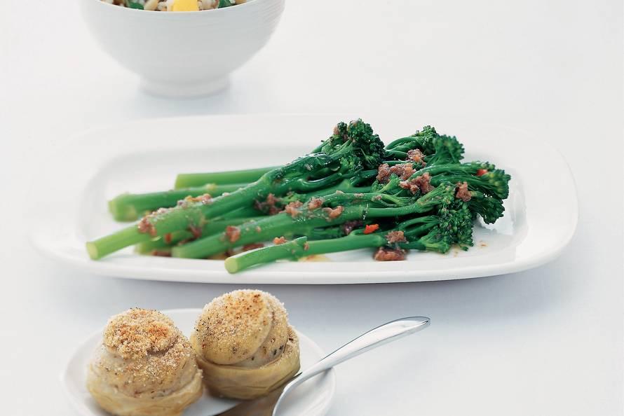 Aspergebroccoli met ansjovisolie