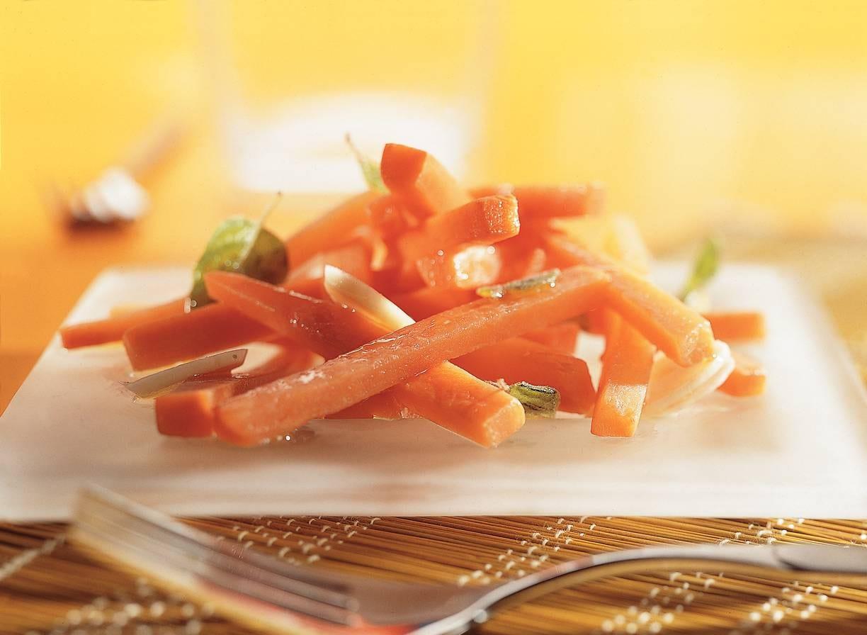 Gemarineerde pittige wortelsticks