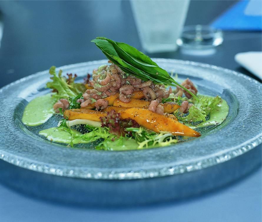 Salade van Hollandse garnalen met mango en basilicumdressing