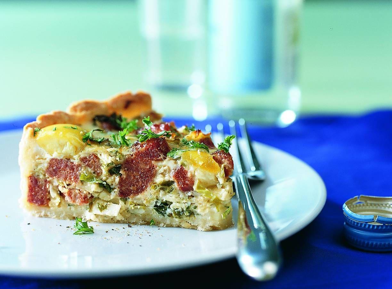Groene-kooltaart met chorizo en kaas