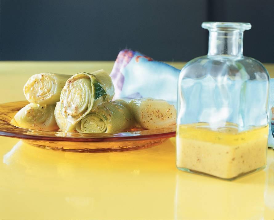 Warme prei in sinaasappel-mosterdvinaigrette