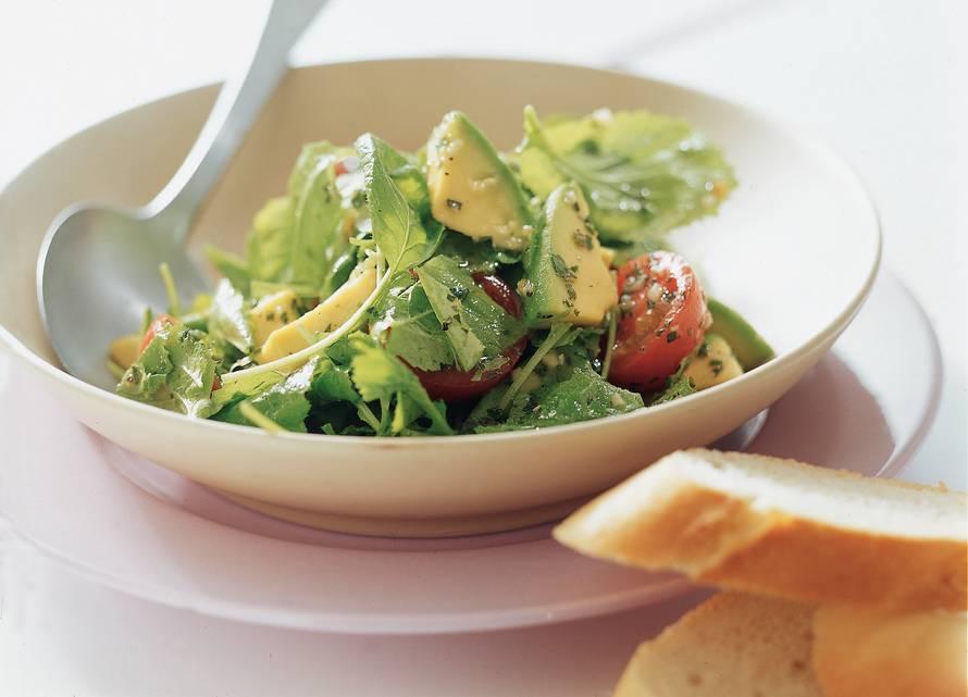 Raapstelensalade met avocado en peterseliedressing