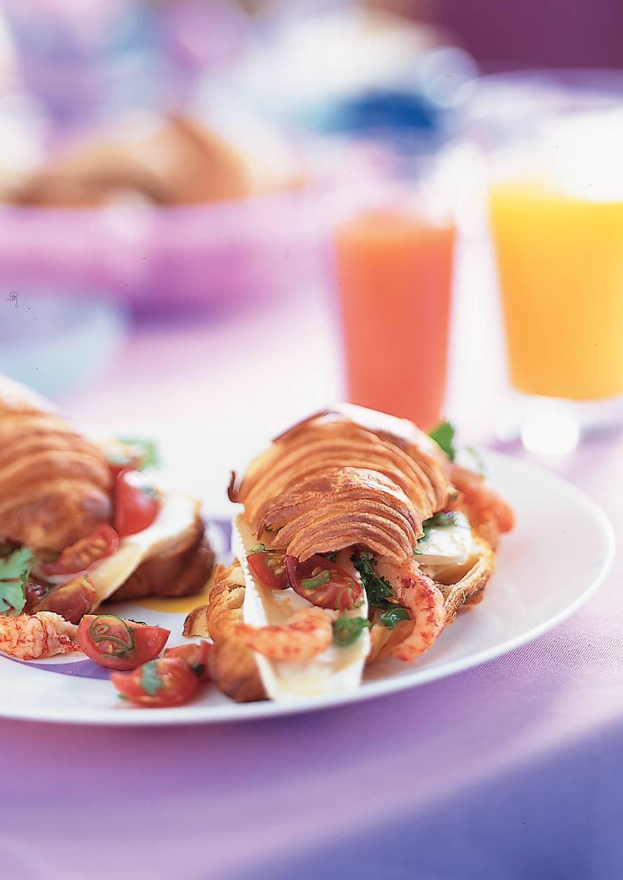 Warme croissants met brie en rivierkreeftjes
