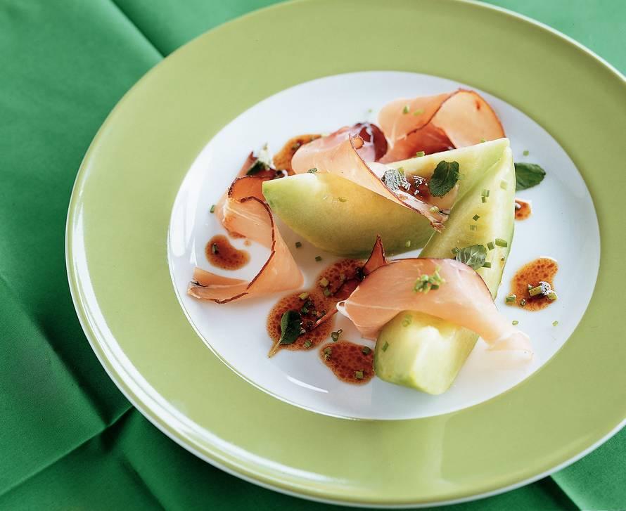 Meloen met kruidendressing en ham