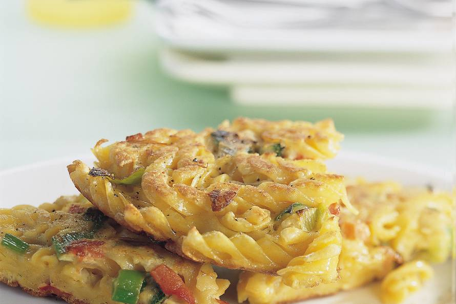 Frittata met fusilli en Italiaanse groenten