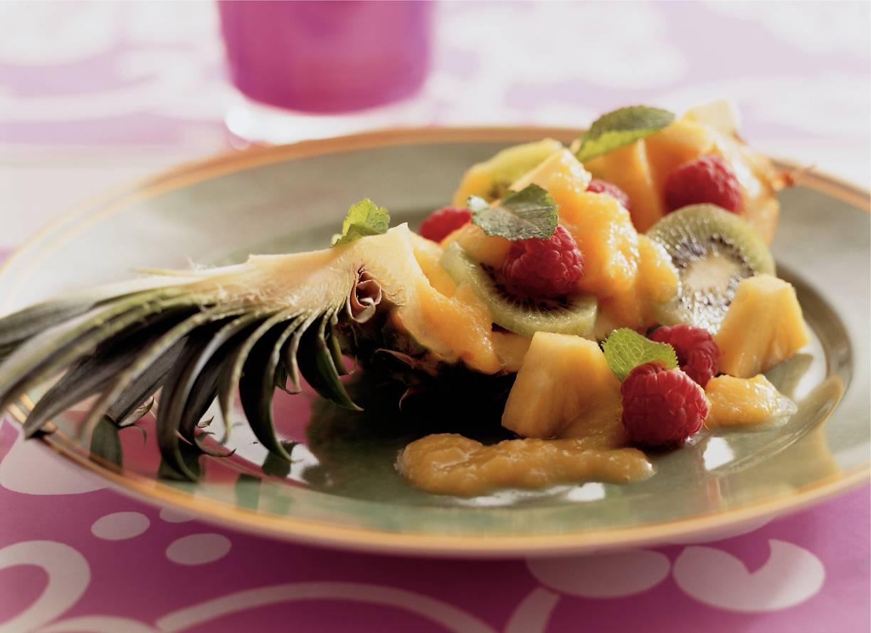 Gevulde ananas met mangosaus