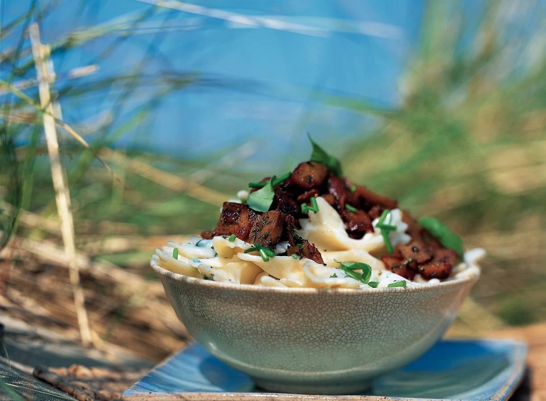 Romige pasta met pittige roerbakstukjes