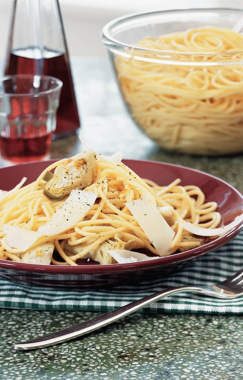 Spaghetti met knoflookolie en artisjokharten