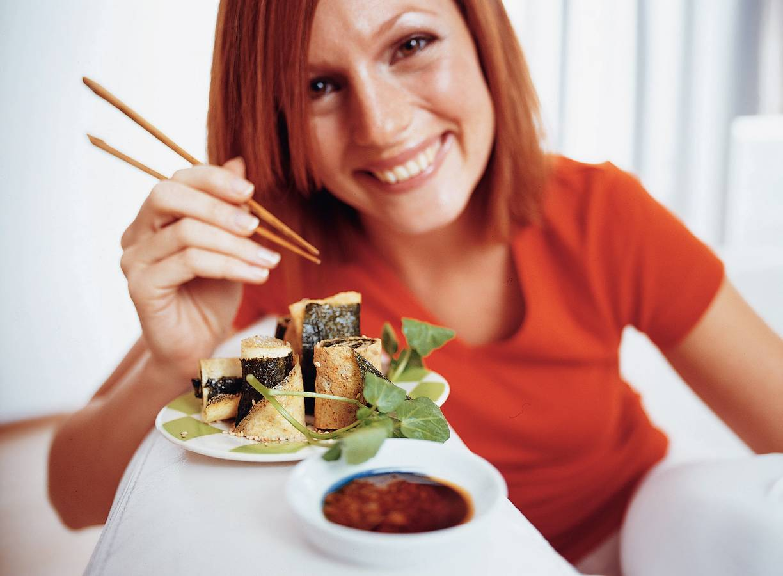Japanse nori-omeletrolletjes
