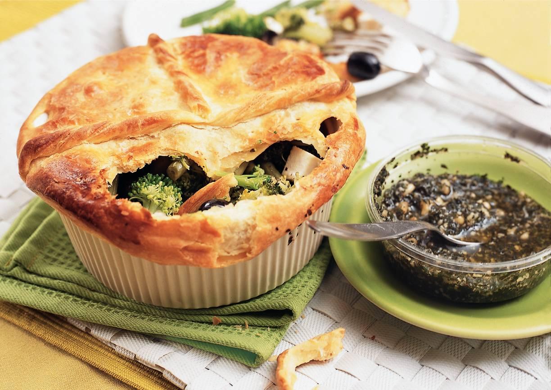 Pasteitjes met broccoli, witte kaas en pesto