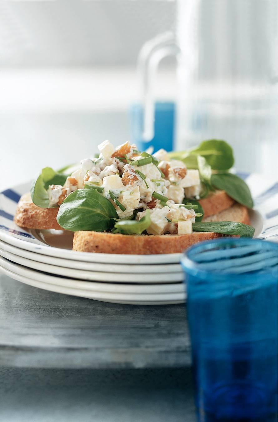 Salade met kaas en sinaasappelmarmelade