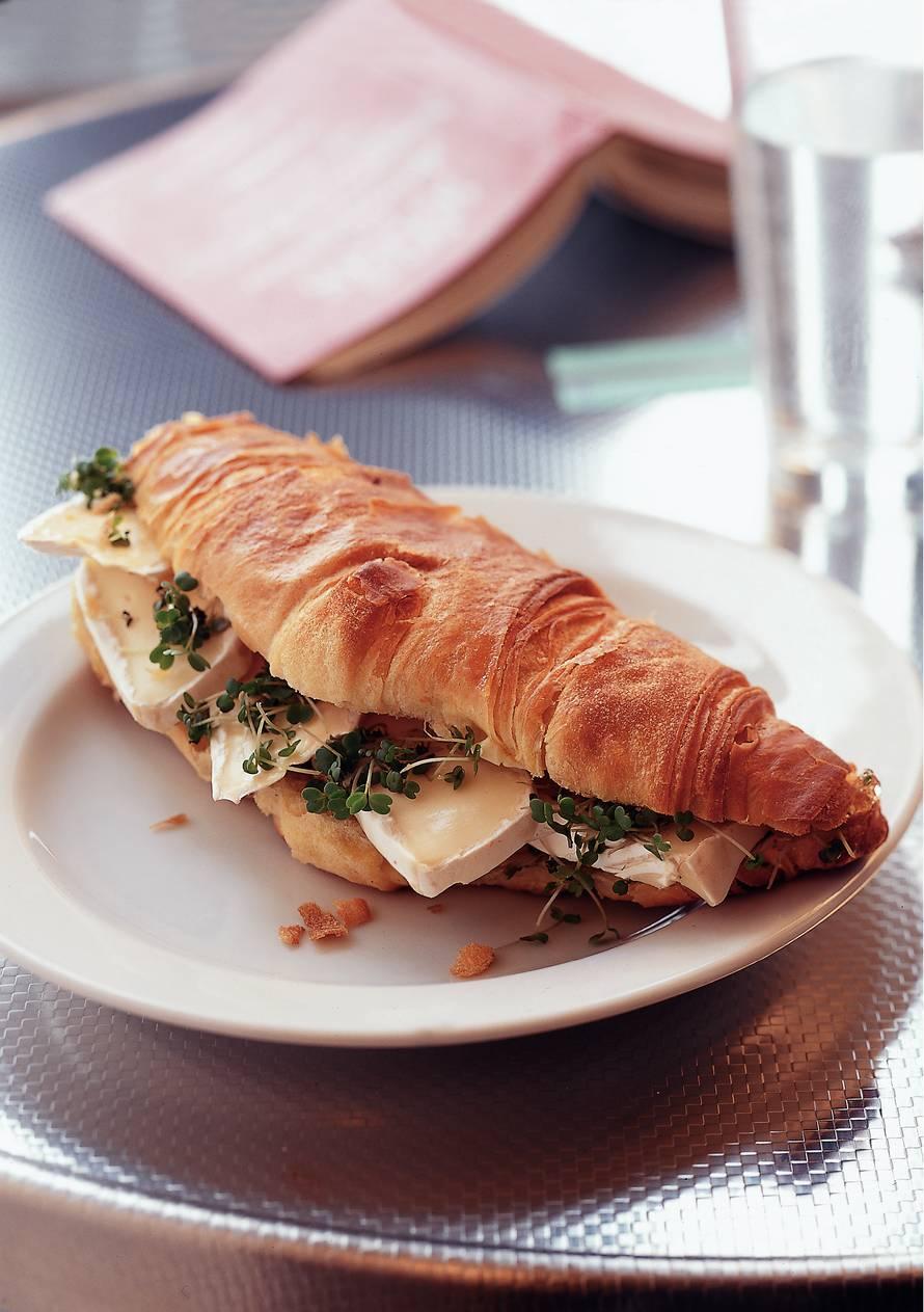 Croissant met brie en gember
