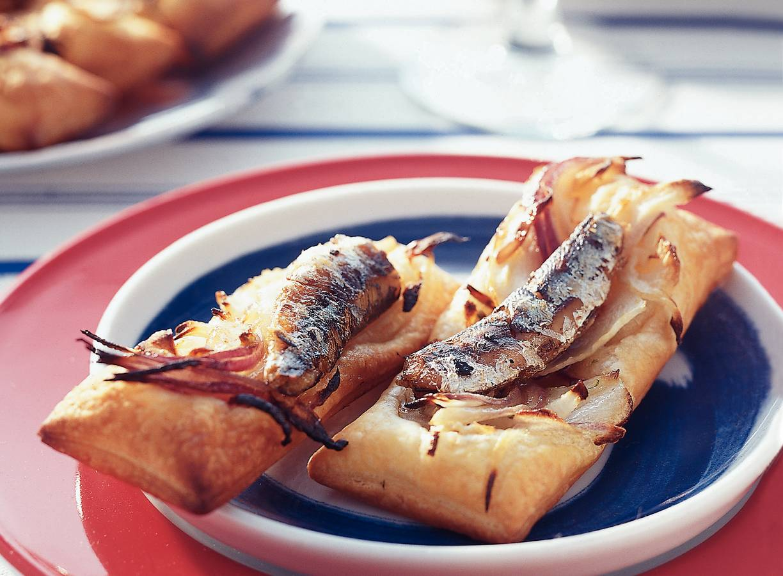 Bladerdeegtaartjes met venkel en sardine