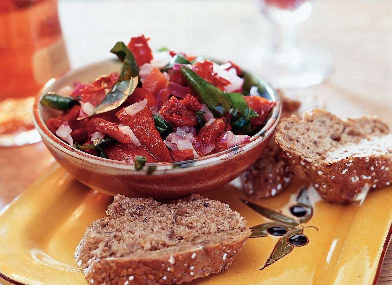 Grove tapenade van zongedroogde tomaten
