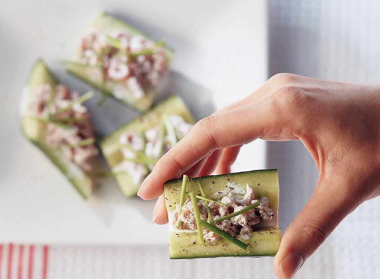 Komkommerschuitjes met garnalen-jeneversalade