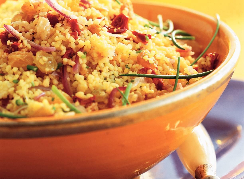 Pilav van couscous met rozijnen