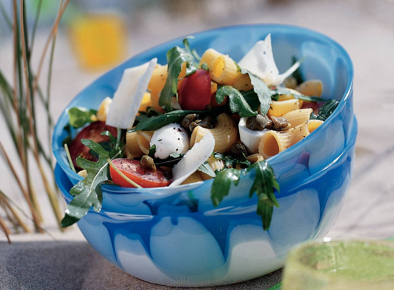 Lauwwarme pastasalade met rucola en mozzarella