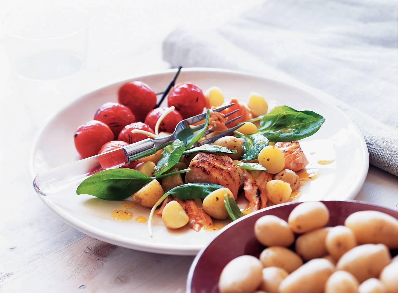 Lauwwarme krieltjessalade met gegrilde zalm