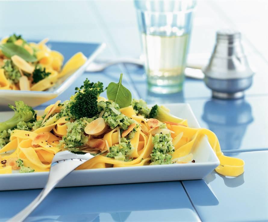 Tagliatelle met broccolipuree