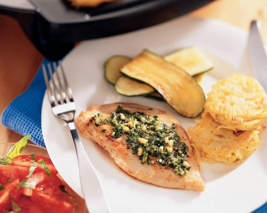 Kalkoenschnitzel met citroen-bieslookpesto en aardappelkoekjes