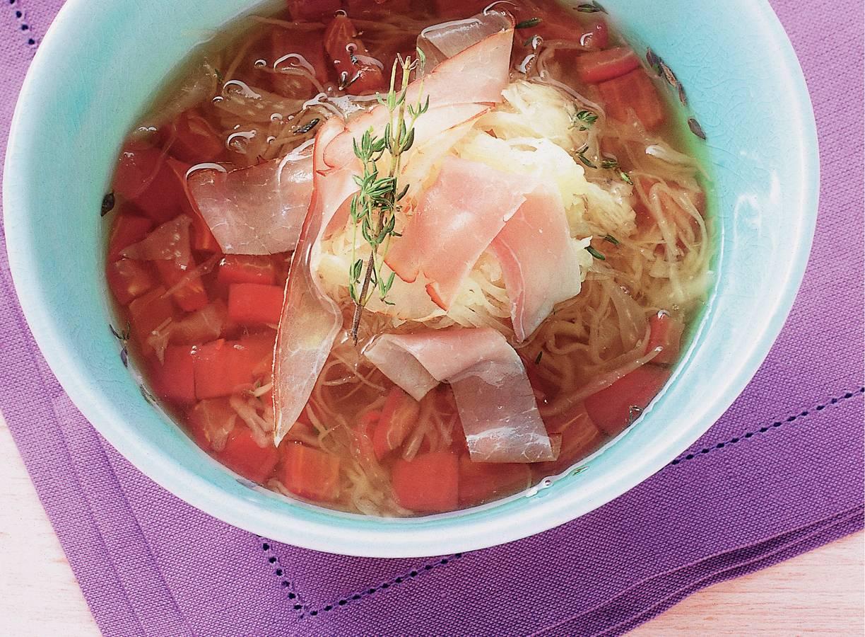 Tomatenbouillon met  zuurkool en ham