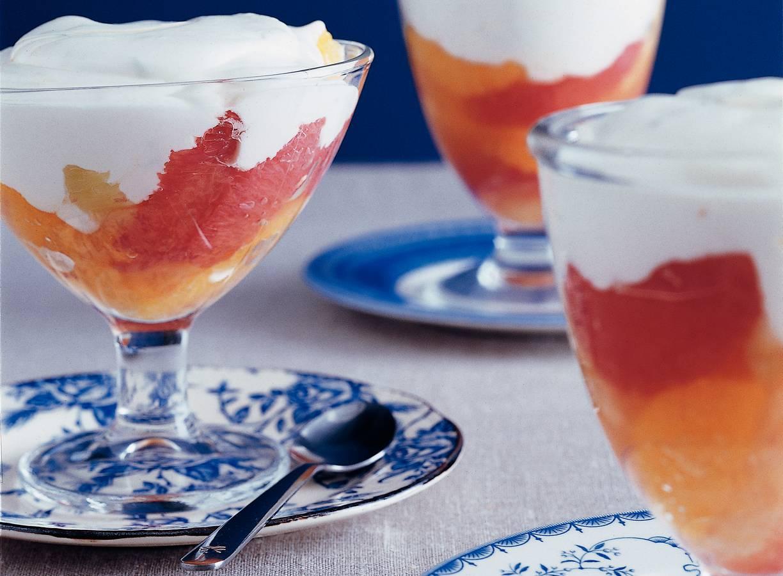 Citrussalade met yoghurtroom