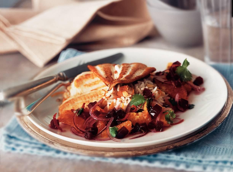 Schol met bietensalsa en sinaasappelrijst