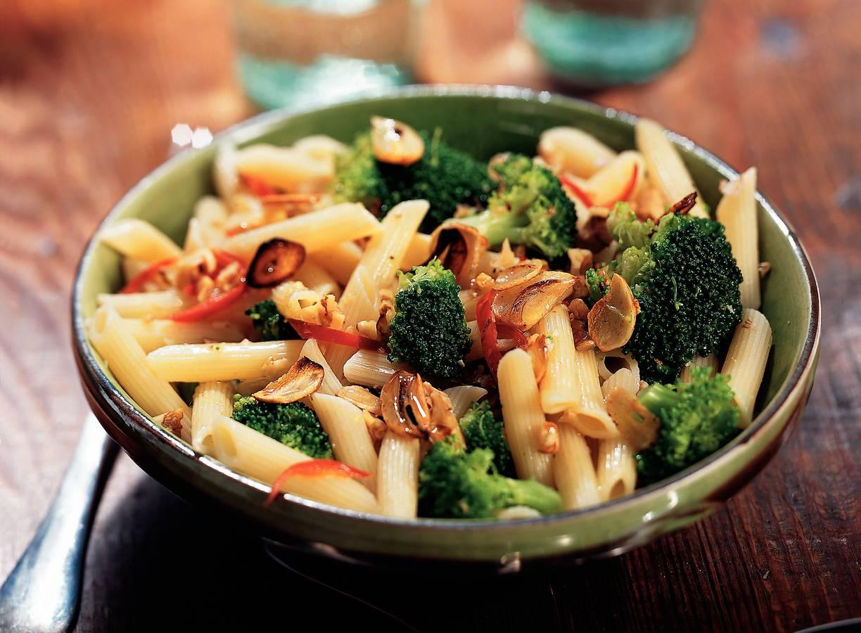 Penne met broccoli, knoflook en walnoten
