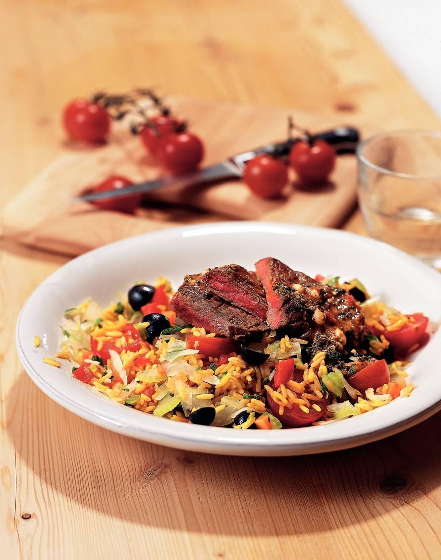 Bieflapje met olijven-groenterijst