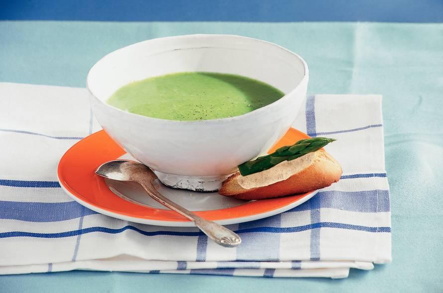 Groene-aspergesoep met kipcrostini