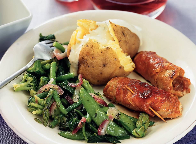 Schnitzelrolletjes met gepofte aardappel