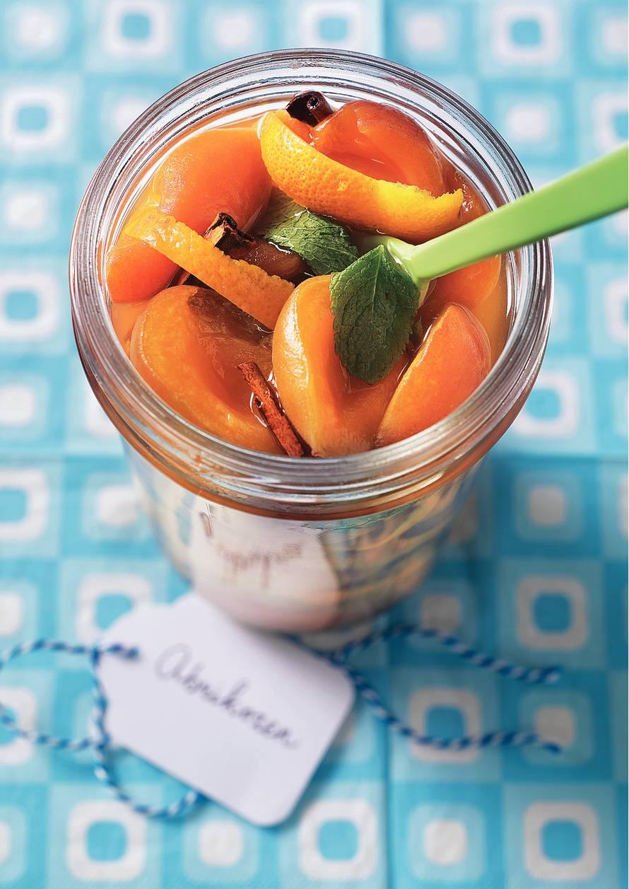 Abrikozen met munt, kaneel en sinaasappel