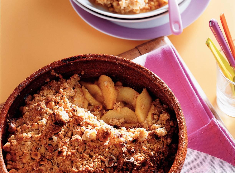 Warm appeldessert met hazelnoot-kruimelkorst