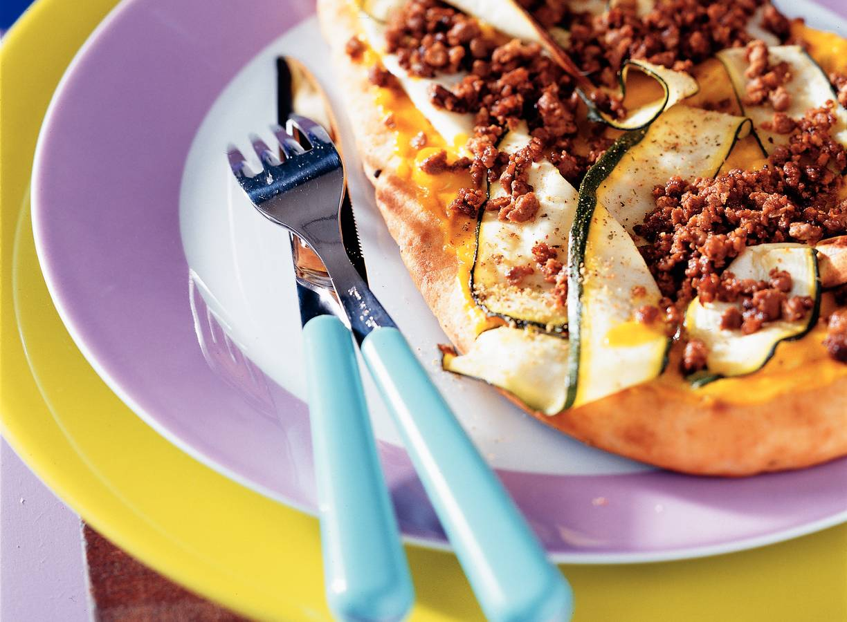 Naanbrood met courgette, quorn en piccalilly